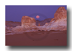 Moonset in White Desert