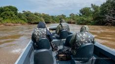 Auf Fotojagd in Pantanal - Bootsfahrt mit Schnellboot