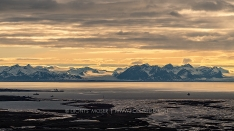 Landschaft um MItternacht in Longyearbyen